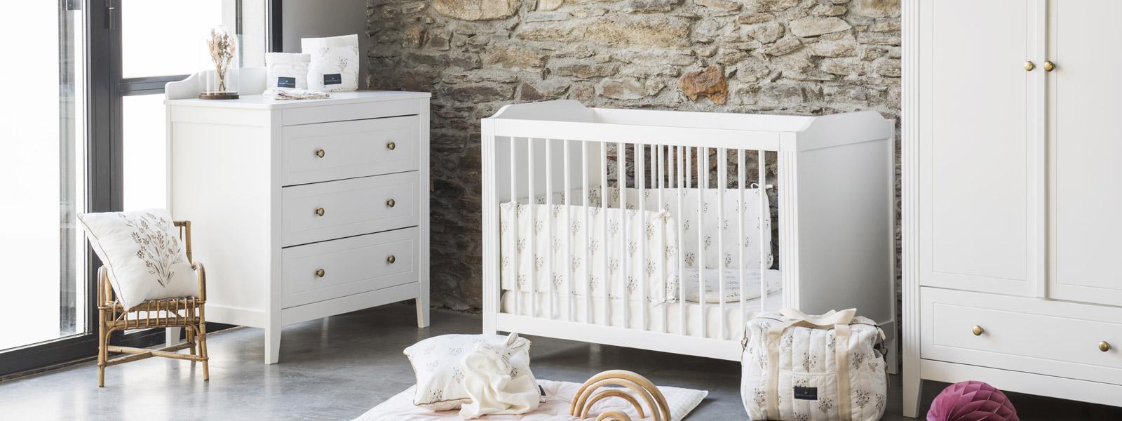 mobilier-blanc-chambre-bebe-maison-charlotte