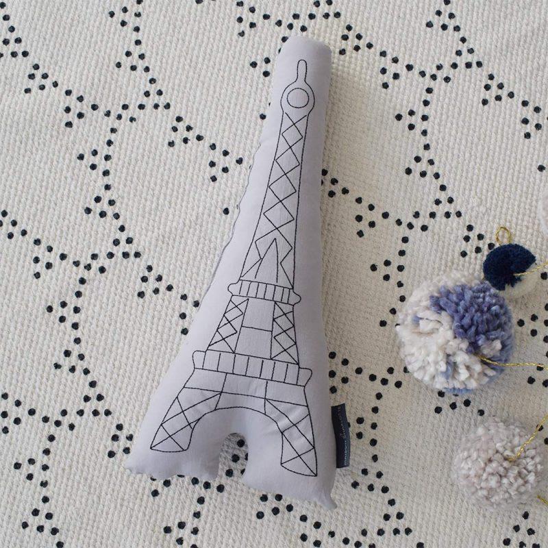 Coussin brodé Tour Eiffel Maison Charlotte